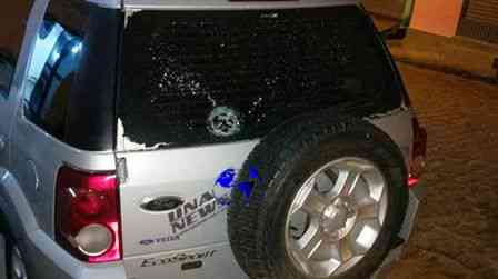 Una: Carro é atingido por bala perdida no centro da cidade