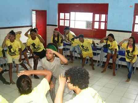 Pau Brasil: Projeto teatro negro no enfrentamento ao racismo e a intolerância religiosa