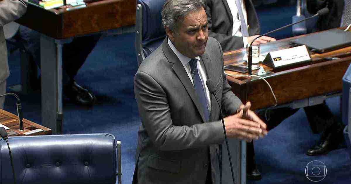 Aécio volta ao Senado, mas ainda enfrenta pressão dentro do PSDB