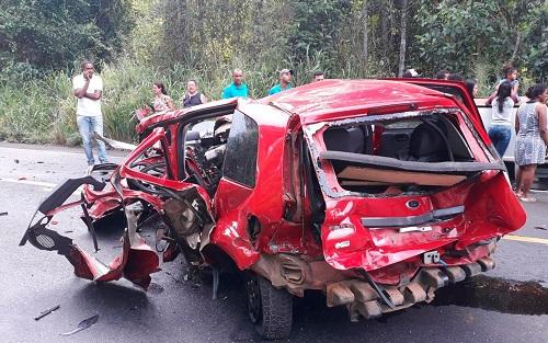 BR-101: Acidente automobilístico deixa uma vítima fatal e três feridos próximo a Ubaitaba