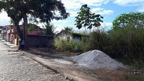 Una: Moradores reclamam de condições de terreno baldio na Av. Getúlio Vargas