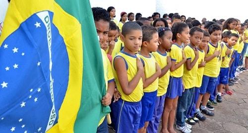 Educação: Juiz baiano obriga escolas de Crisópolis e Olindina a executarem hino nacional