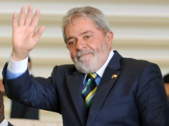 ''Quero me casar quando sair daqui'', diz Lula em entrevista à TV francesa