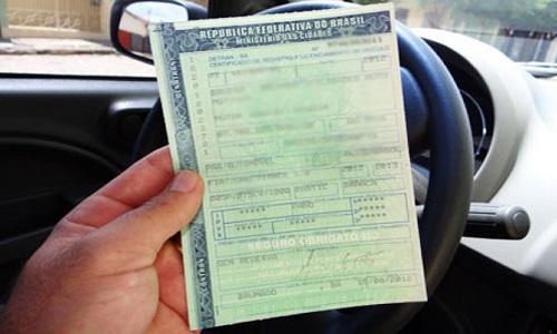 Unenses reclamam que IPVA é pago, mas Detran não entrega documento de veículos