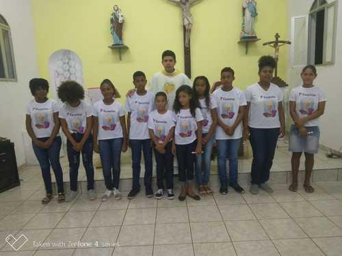 Una: Crianças e adolescentes do povoado do Outeiro recebem a Primeira Eucaristia