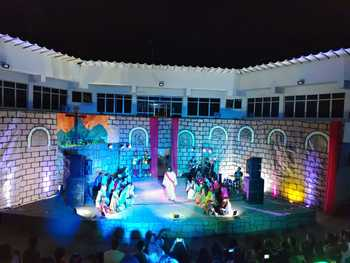 Vídeo: Encenação da Paixão de Cristo marcou a noite deste sábado em Una