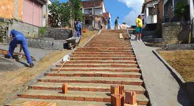 Una: Construção de escadaria na Travessa Armil Almeida segue a todo vapor