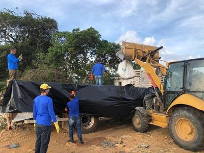 Após solicitação de Eduardo Salles, empresa começa recolher óleo armazenado em galpão em Maraú