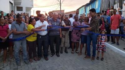 Una: Prefeito Tiago inaugura mais uma obra no bairro Sucupira