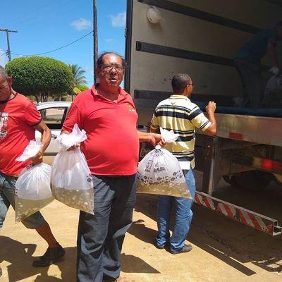 Prefeitura de Una entrega 50mil alevinos a várias associações rurais