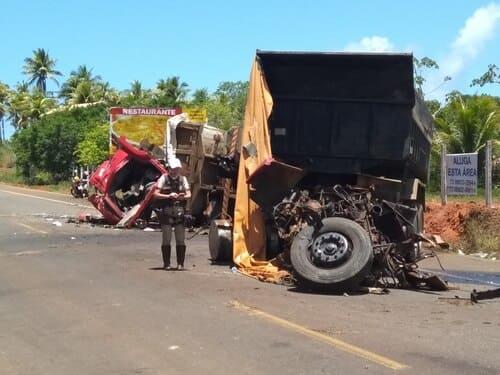 Rodovia Ilhéus/Itacaré: Vídeo-Colisão entre caminhões deixa duas pessoas feridas