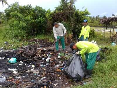 Una: Biomaq faz mutirão da limpeza na praia de Lençóis/Ilha do desejo