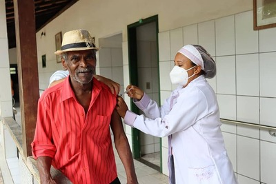 Una: Idosos do Abrigo Municipal Frei Silvério foram vacinados contra a Covid-19
