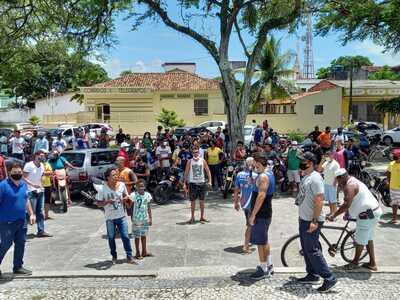 Canavieiras: Comerciantes protestam contra decreto do governador Rui Costa
