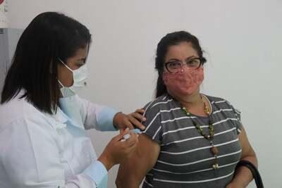 Una: Profissionais da educação começam a receber vacina contra a Covid-19