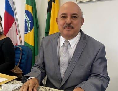Una: Hoje é o dia dele! Feliz aniversário presidente da Câmara Professor Jorge!